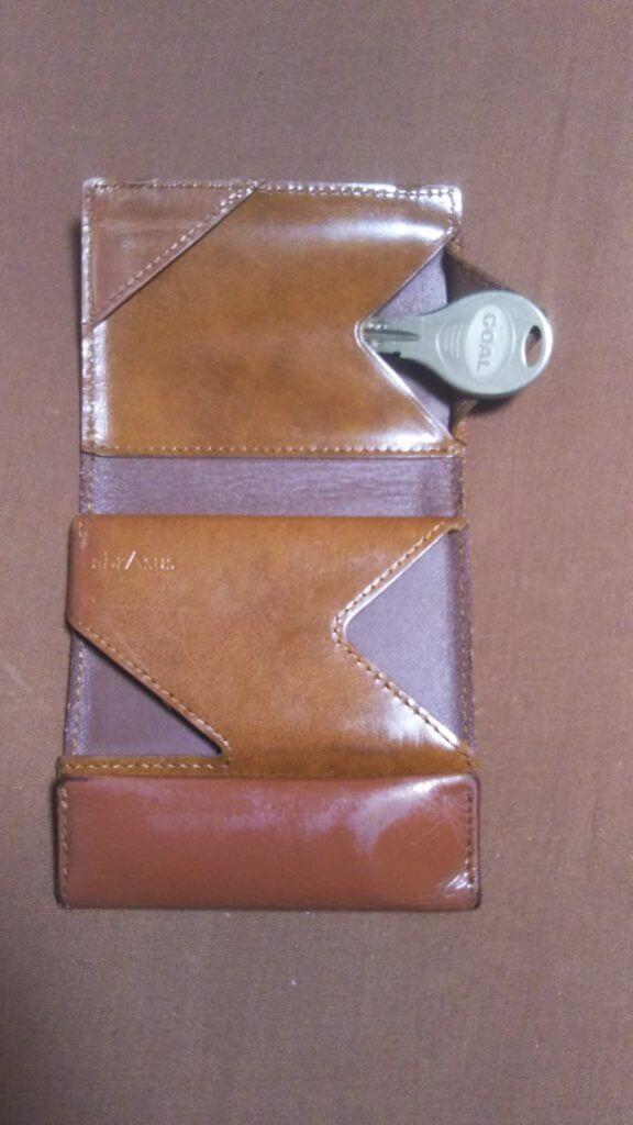 鍵がしまえる薄い財布