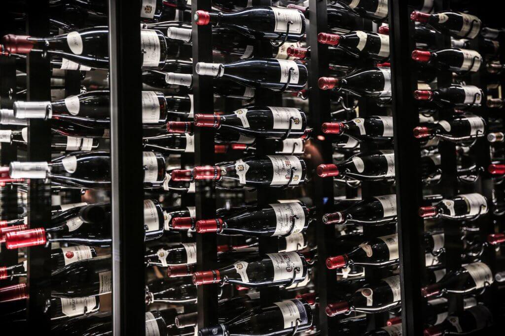 静かに保存されているワイン