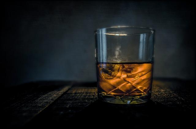 ロックで楽しめるウイスキー