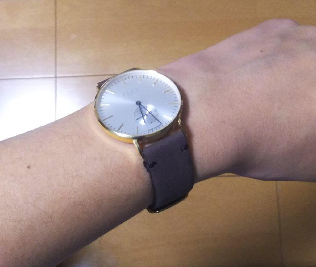 knotの腕時計を付けた