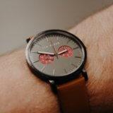 シンプルな腕時計