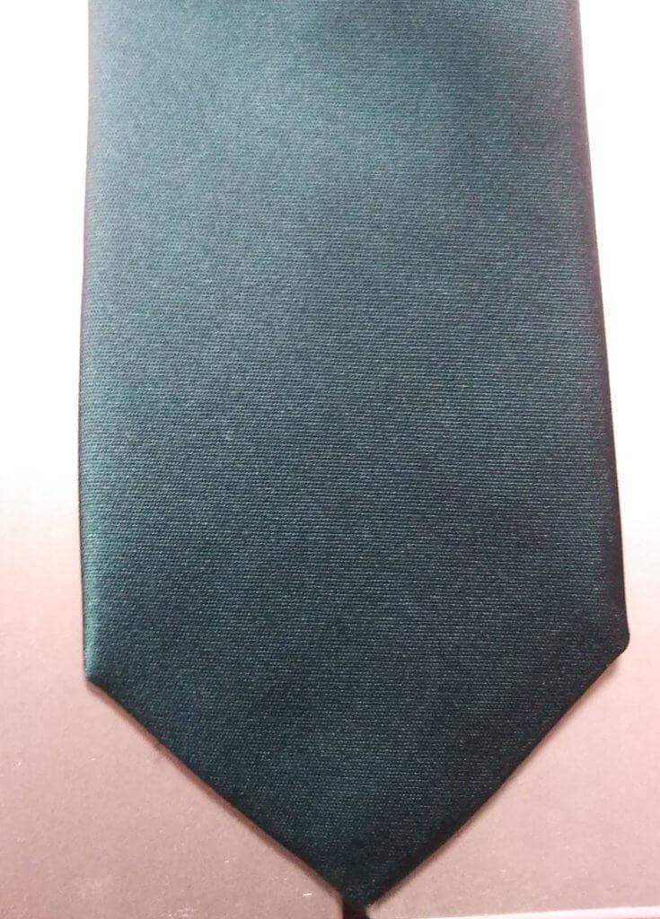 エメラルドグリーンのネクタイ