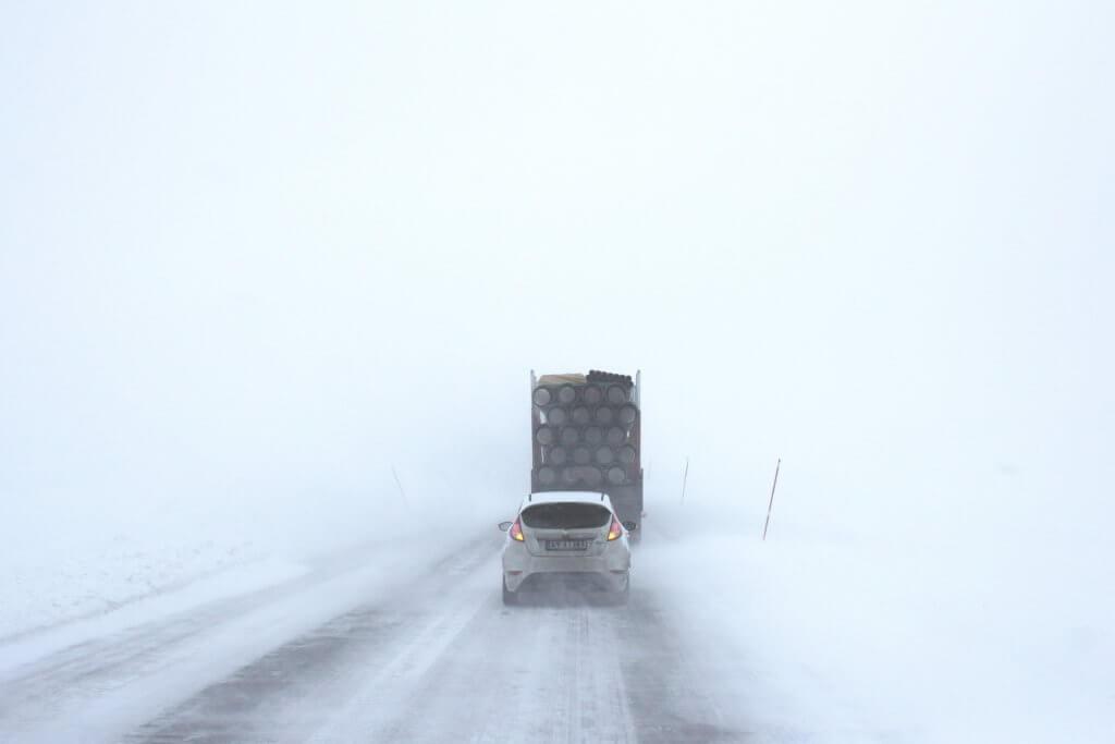 チェーンが必要な雪道