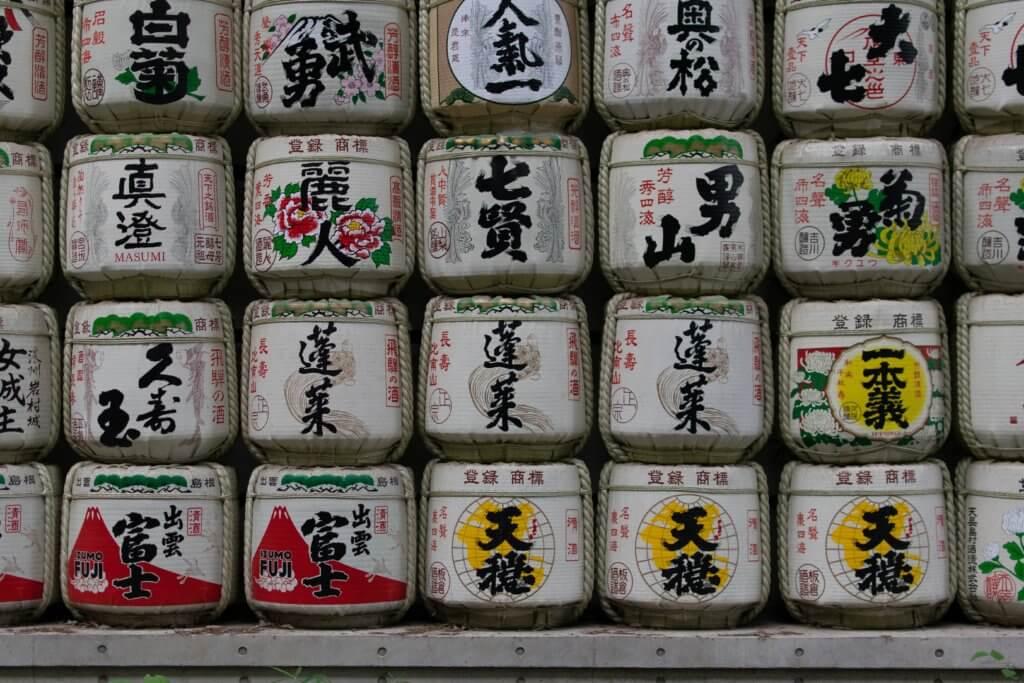 こも樽に入った日本酒